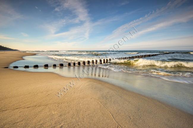 Fotobehang Strand Zee.Vlies Fotobehang Verlaten Strand Fotobehangen Nl